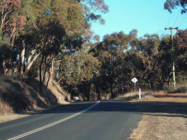 March Road is undulating and characterised by rural properties with stands of remnant vegetation that mostly occur along drainage lines and create enclosed pockets